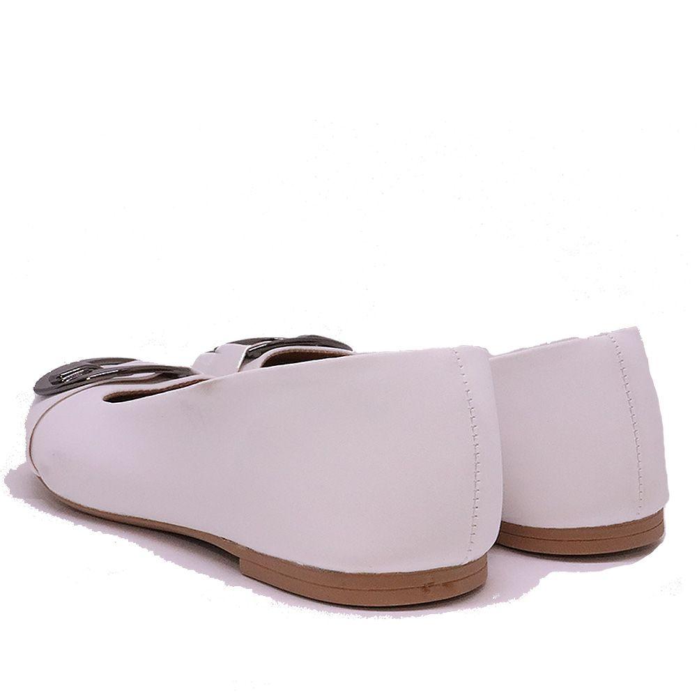 Sapatilha clássica bico redondo branca com detalhe fivela onix.