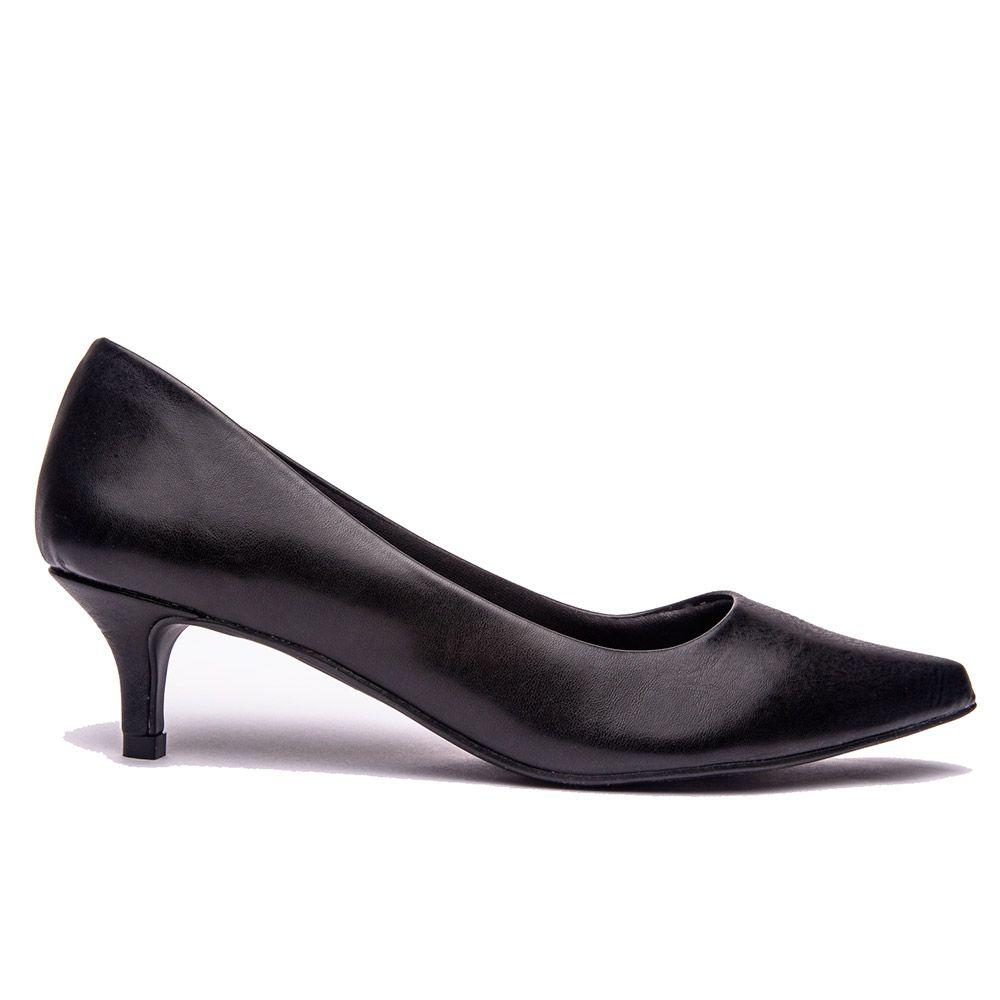 Scarpin básico bico fino salto baixo calf preto.
