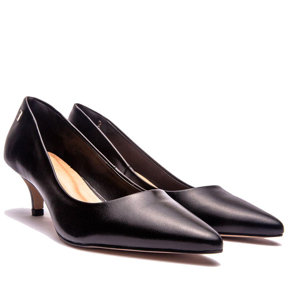 Scarpin básico clássico bico fino salto baixo todo couro preto