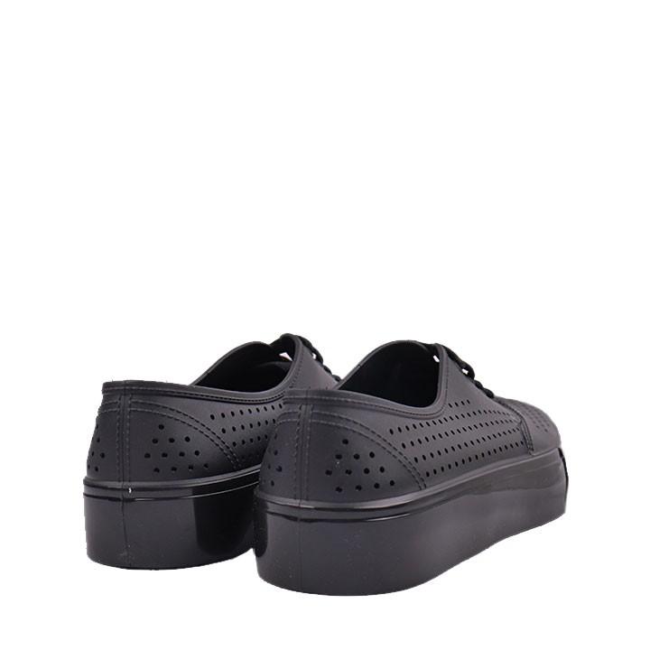 Tênis Pop Plastic com cadarço preto