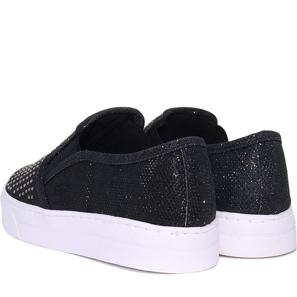 Tênis Slip On com hotfix lumicolor preto solado baixo.