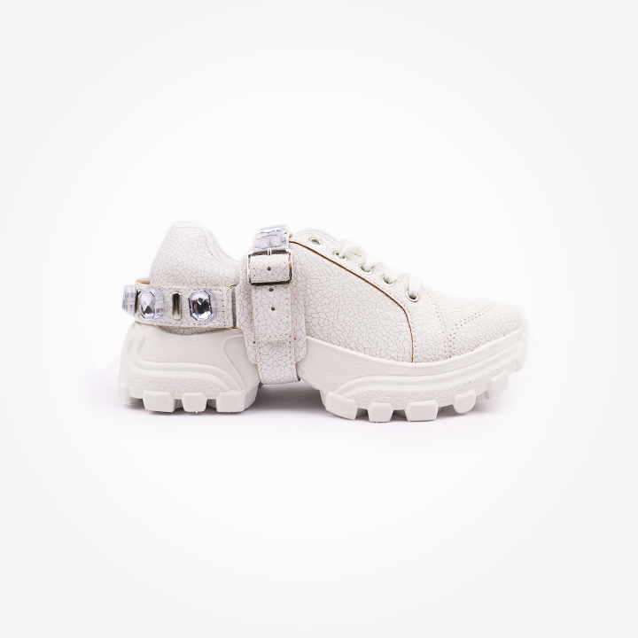 Tênis Sneaker chunky craquele  com pulseira de cristais prata.