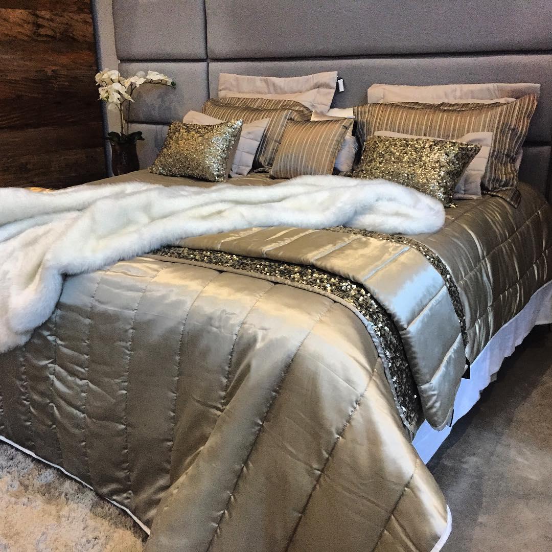 Porta Travesseiro CLASSIC Dourado 50x70
