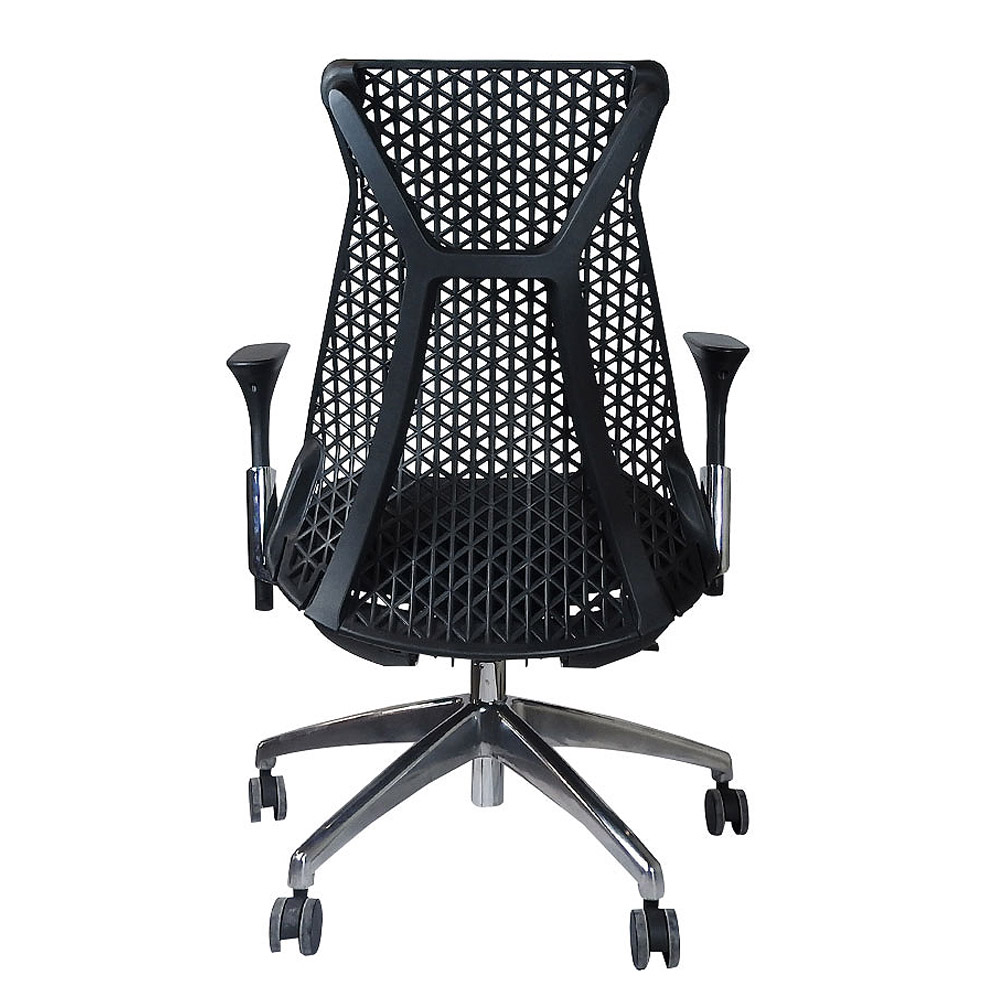 Cadeira Escritório Giratória Presidente Encosto em Tela Braços Regulavéis Base Cromada