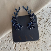 Brinco Asa com Zirconias Azul Escuro Banhado a Ródio Branco