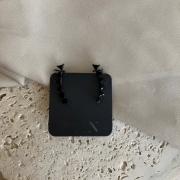 Brinco Ear Cuff com Pedras Pretas Banhado a Ródio Negro
