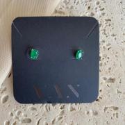 Brinco Mini Oval Verde Banhado a Ródio Branco