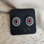 Brinco Oval Pedra Rosa Cravejado com Zircônias Banhado a Ródio Branco