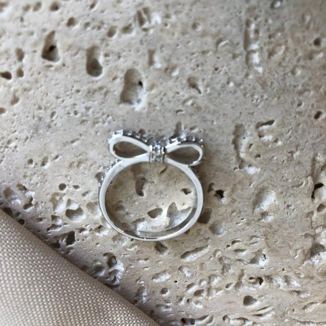 Anel de Laço Cravejado Banhado a Ródio Branco