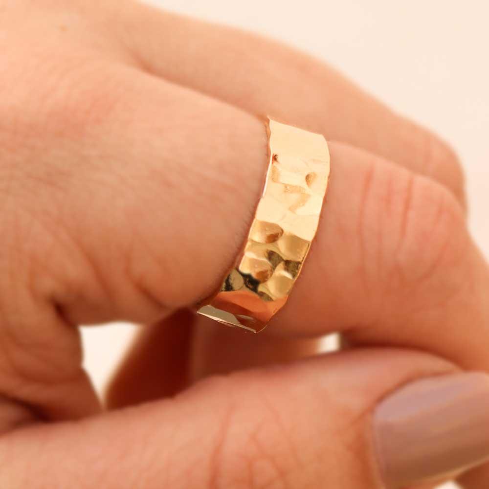 Anel Tipo Aliança Com Detalhes Folheada a Ouro 18k