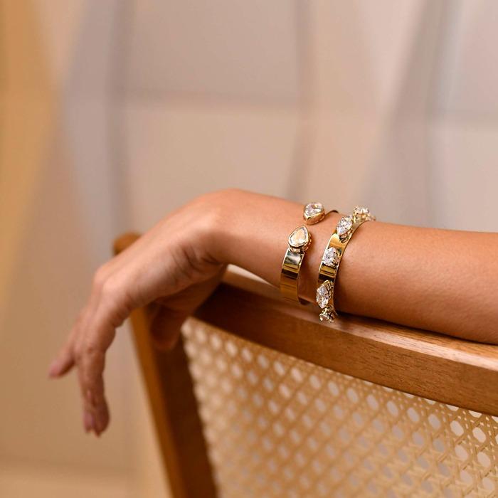 Bracelete Liso Com Gota Cristal Banhado a Ouro 18k