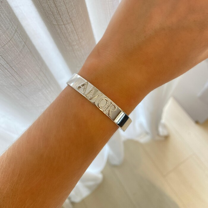 Bracelete Liso Cravejado Amor Banhado a Ródio Branco