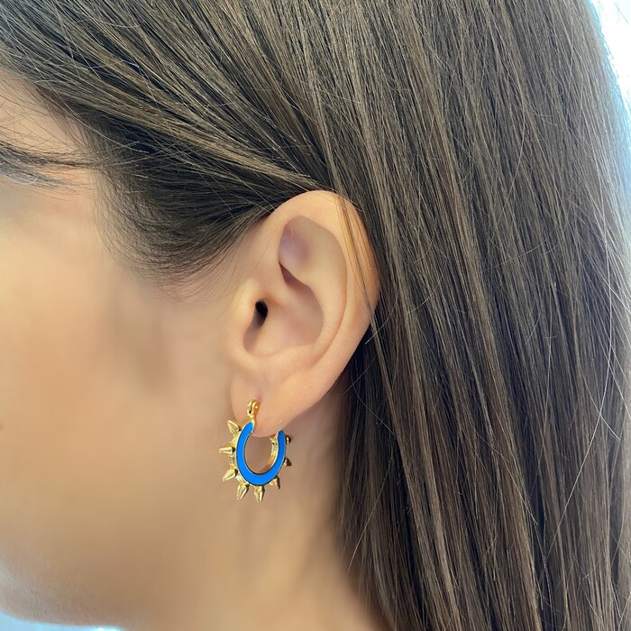 Brinco Argolinha Spike Esmaltada Azul Banhado a Ouro 18k