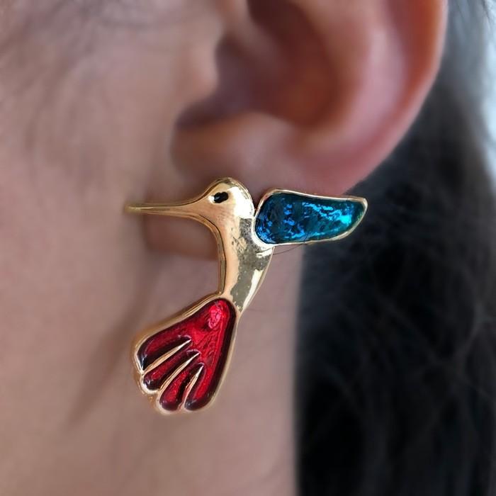Brinco Beija Flor Esmaltado Vermelho e Azul Banhado a Ouro 18k