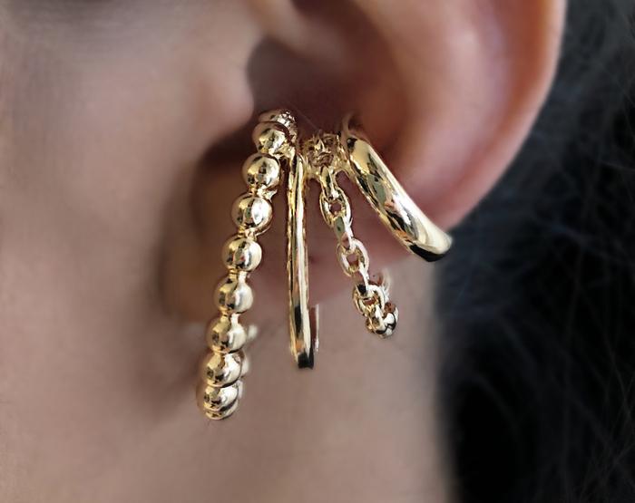 Brinco Ear Hook Esferas e Corrente Banhado a Ouro 18k