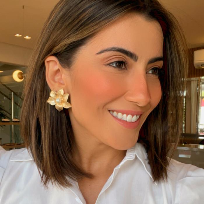 Brinco Flor com Pérola Banhada a Ouro 18k