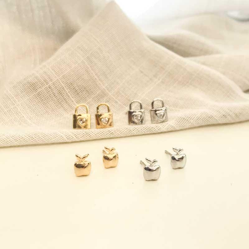 Brinco Mini Cadeado com Zircônia Folheado a Ródio Branco