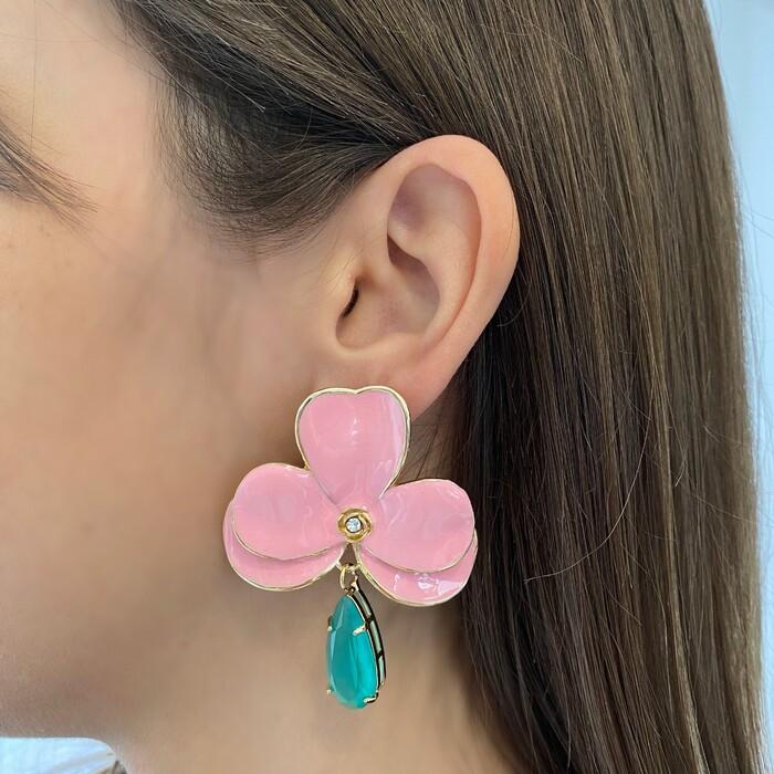Brinco Orquídea G Esmaltada Rosa Candy Com Gota Turmalina Folheado a Ouro 18k
