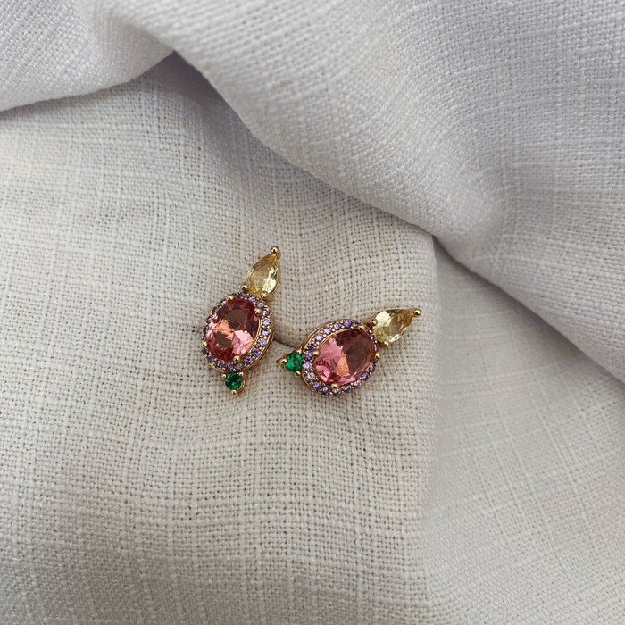 Brinco Oval Rosa Microcravejado Banhada a Ouro 18k