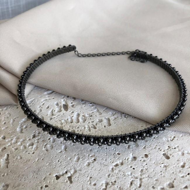 Colar Choker Estruturada com Esferas Banhado a Ródio Negro