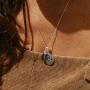 Pedra do signo de Gêmeos: colar com pingente de hematita + medalhinha