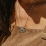 Pedra do signo de Libra: colar com pingente de citrino + medalhinha