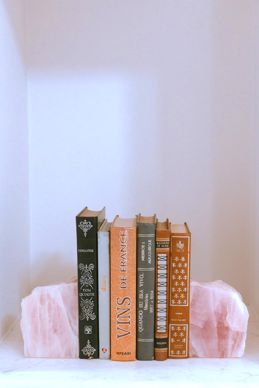 Aparador de Livros Quartzo Rosa