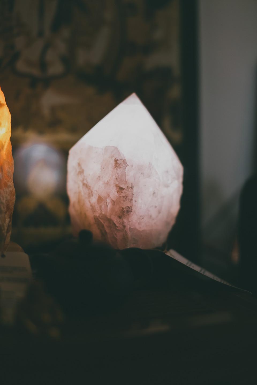 Luminária Quartzo Rosa Natural Grande