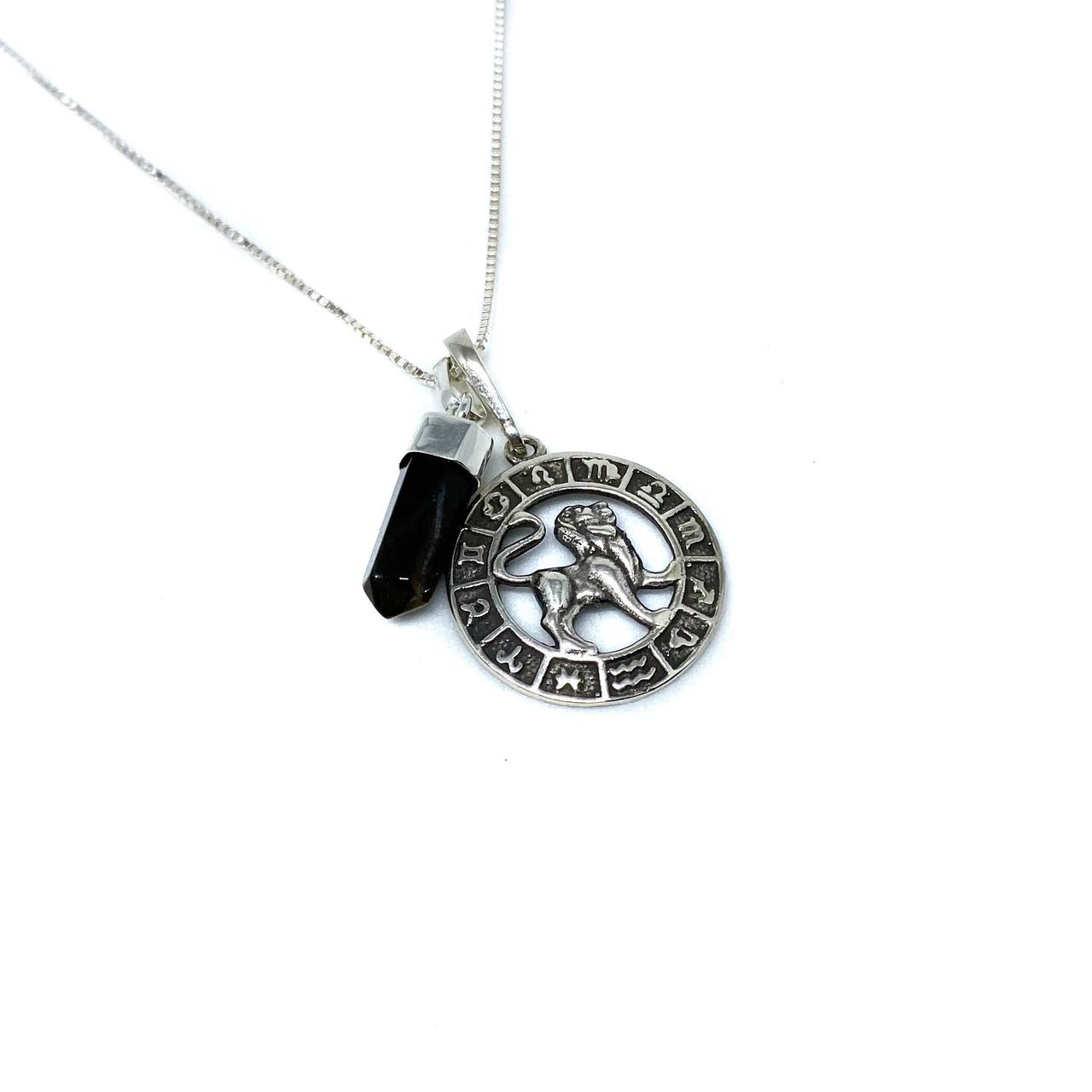 Pedra do signo de Leão: colar com pingente de olho de tigre + medalhinha