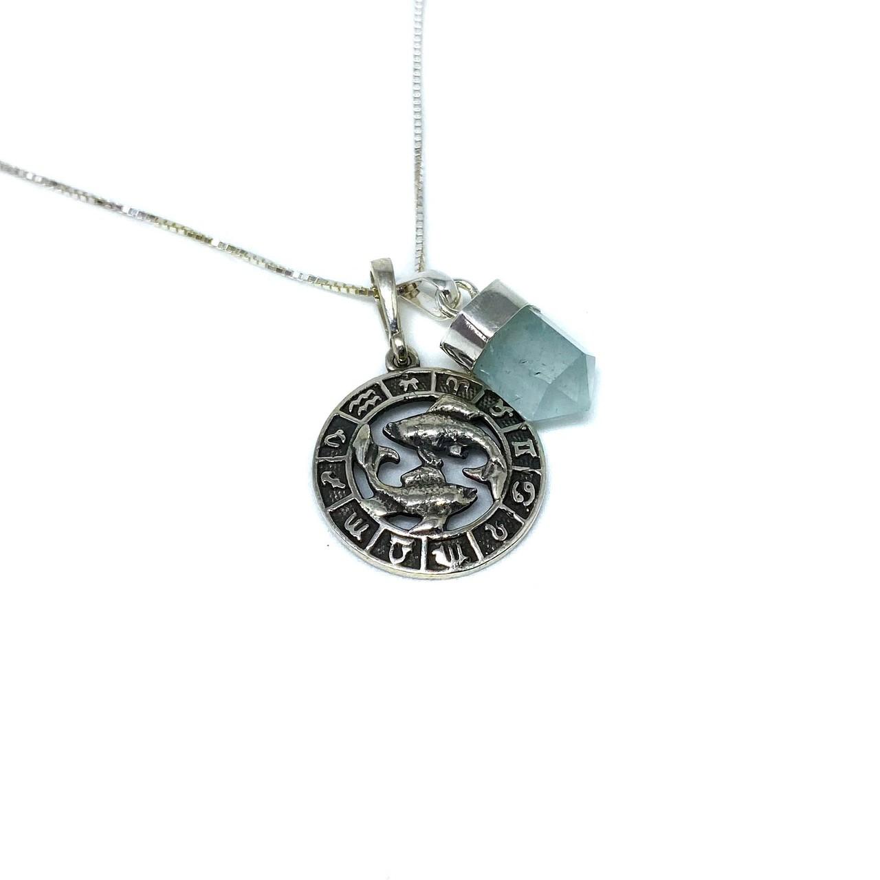 Pedra do signo de Peixes: colar com pingente de água marinha + medalhinha