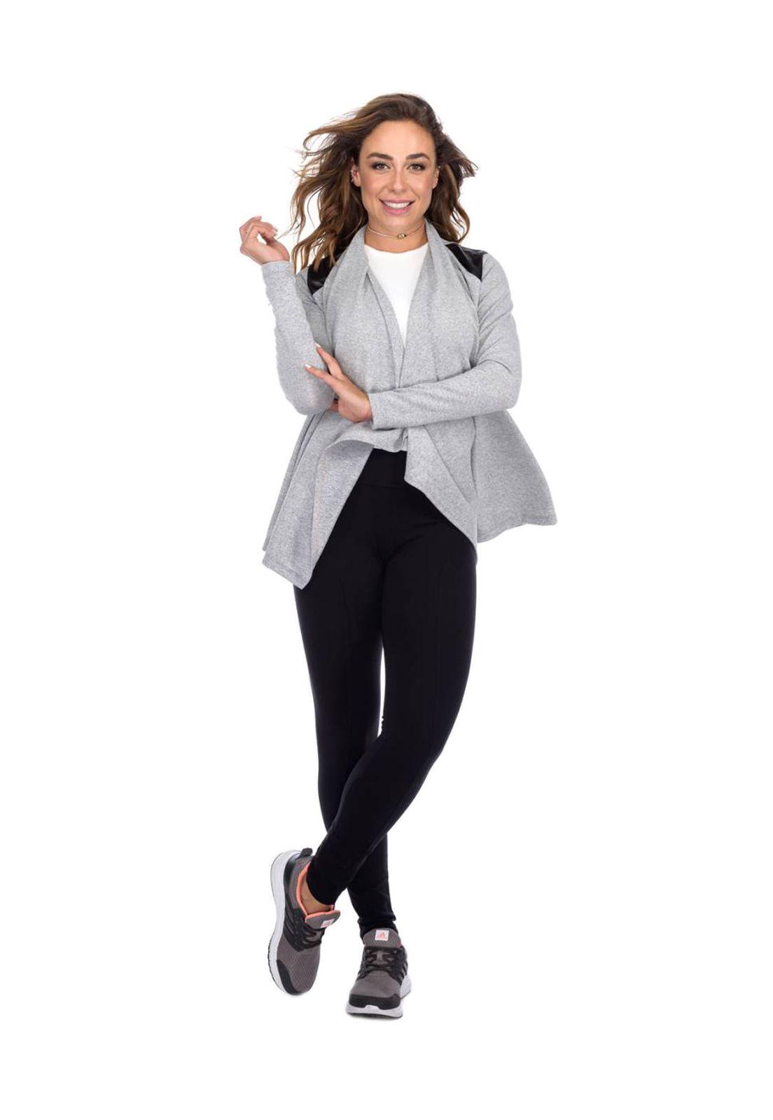 Cardigan Flavia Donadio Beachwear com recorte no ombro cinza claro