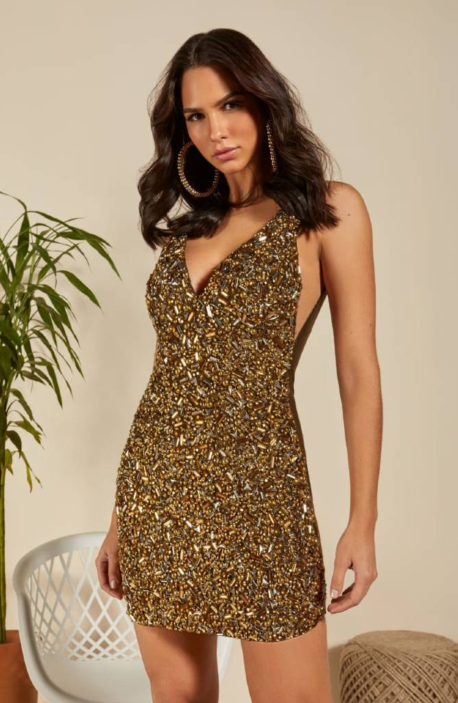 Vestido com Pedraria dourada