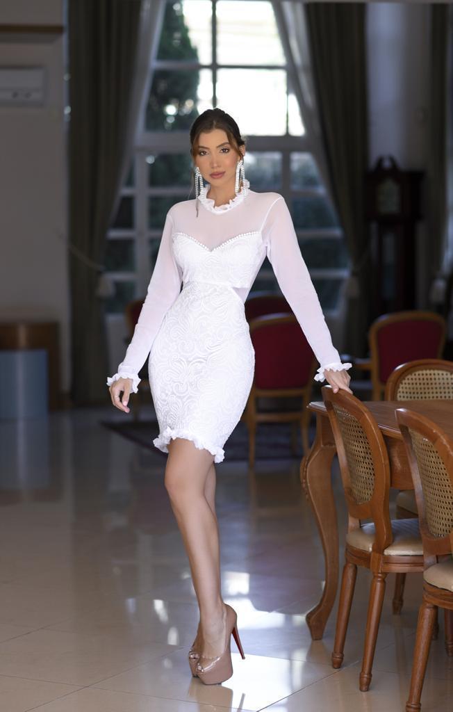 Vestido de renda com manga Longa e Gola