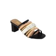 Sandália Preta com Tiras Coloridas