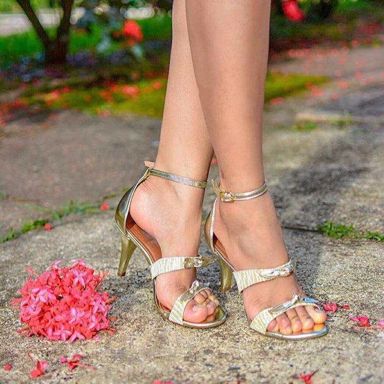 Sandália Milli dourada metalizada, salto fino