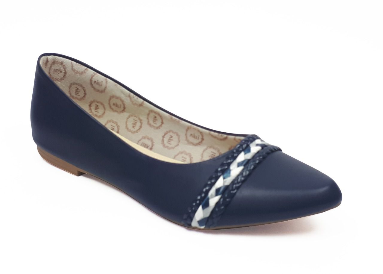 Sapatilha Milli em sintético azul marinho com detalhe em corda