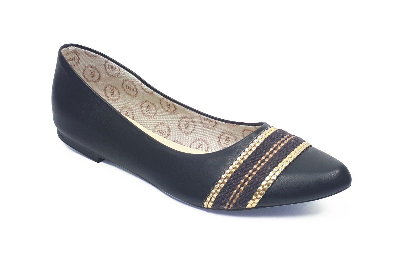 Sapatilha Milli em sintético preto com detalhe na parte superior em corda marrom com dourado