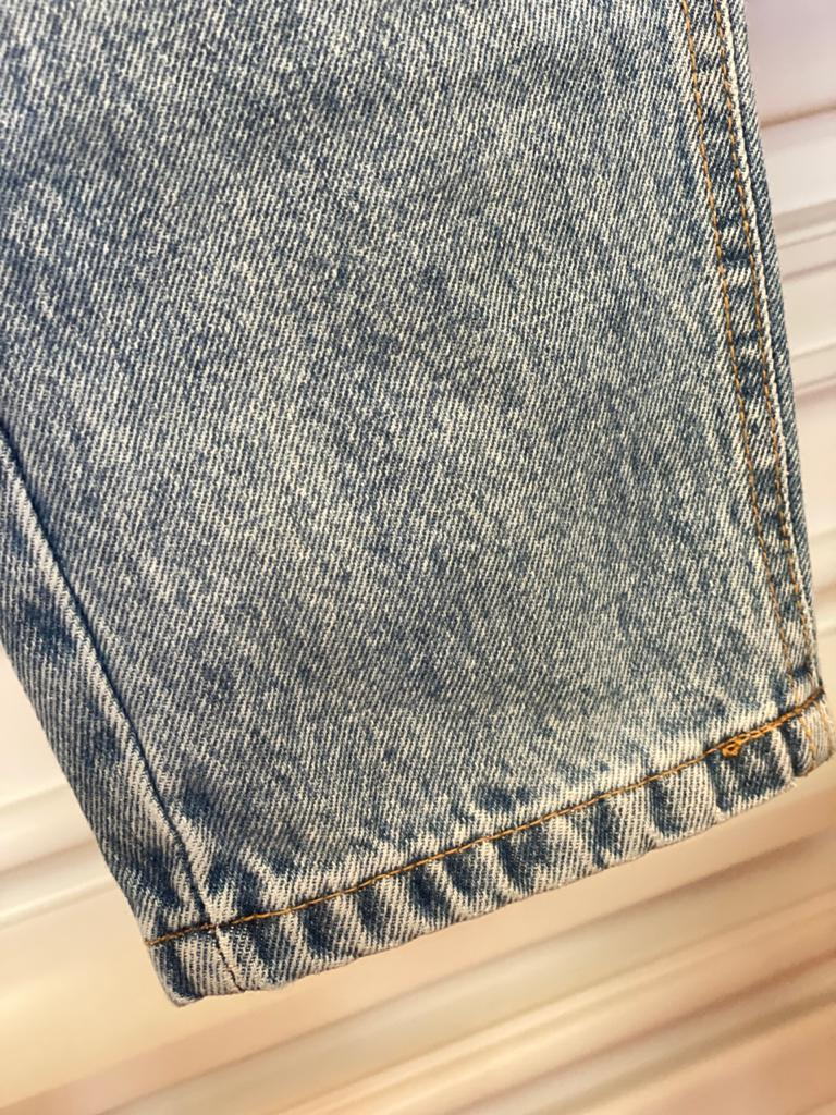Calça MOM Jeans Com Rasgo - Esmeral