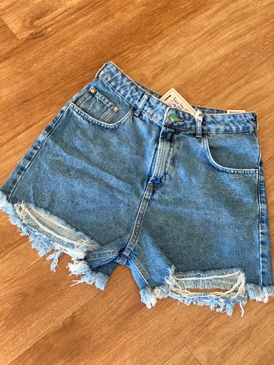 Short  Jeans Boyfriend Com Puído Frente