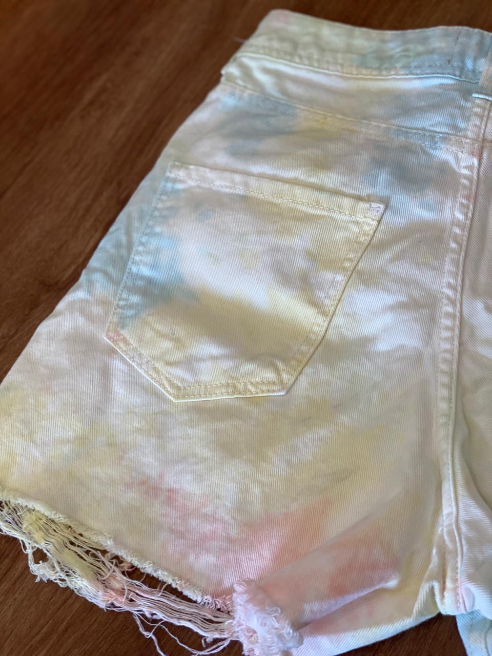 Short Jeans Boyfriend Tie Dye - Puido Frente