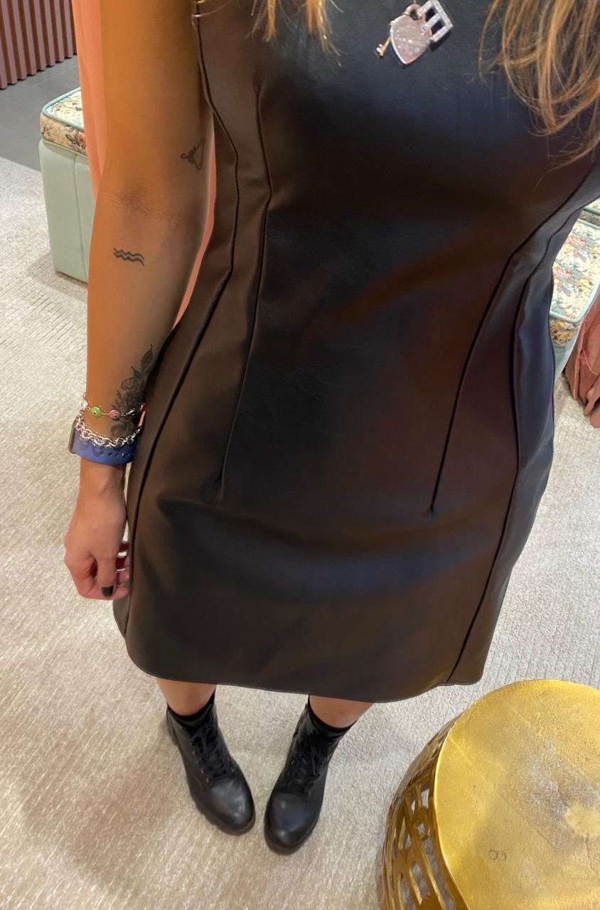 Vestido Couro Sintético Recortes