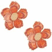 Brinco de flor banhado a ouro 18k com aplique resinado em tons de laranja.