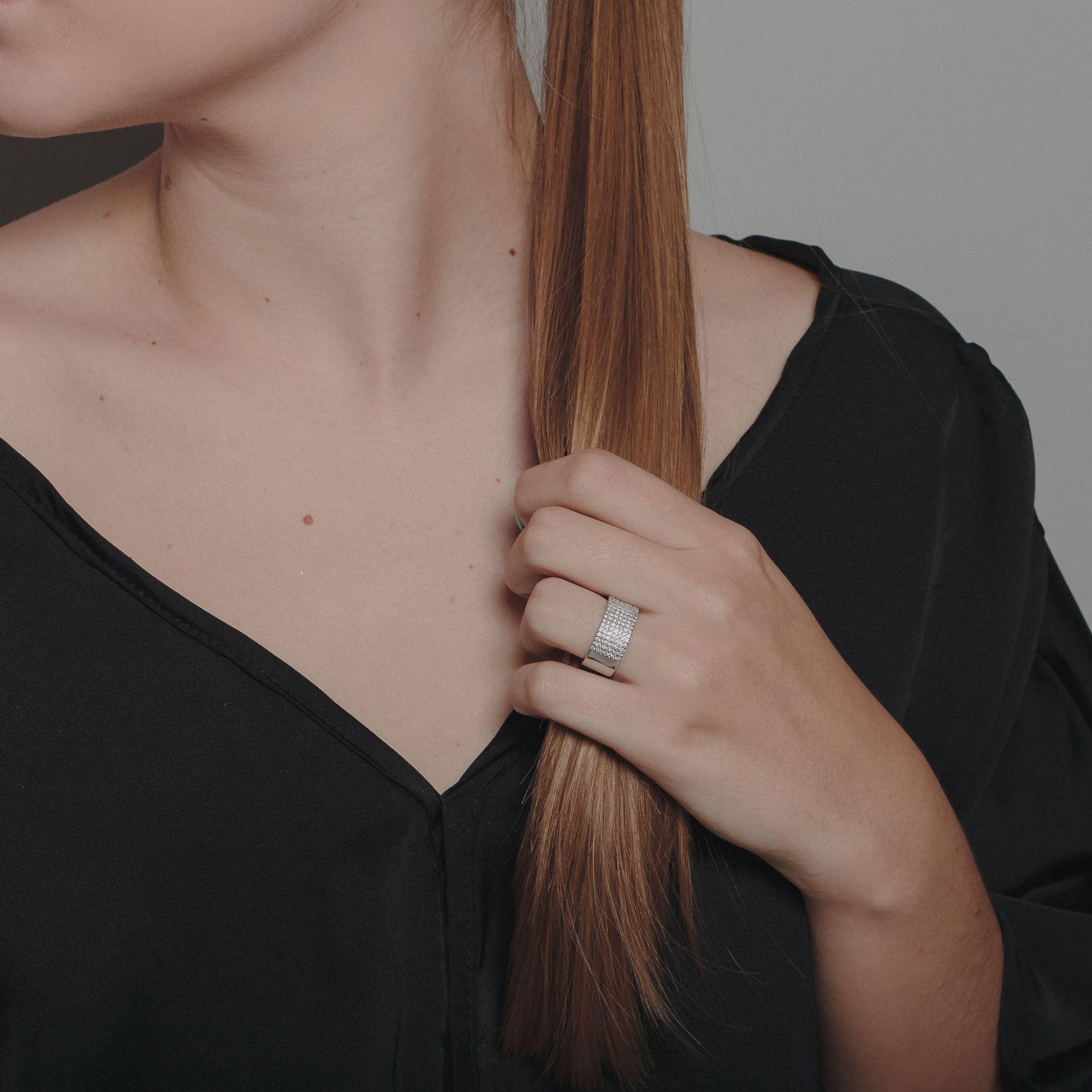 Anel com micro zircônias cristais banho de ródio branco.  - romabrazil.com.br