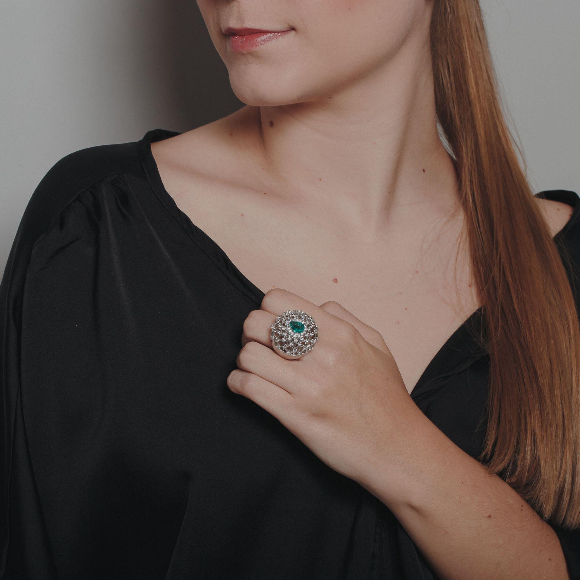 Anel com zircônias cristais e gotas turmalina banho de ródio branco.  - romabrazil.com.br