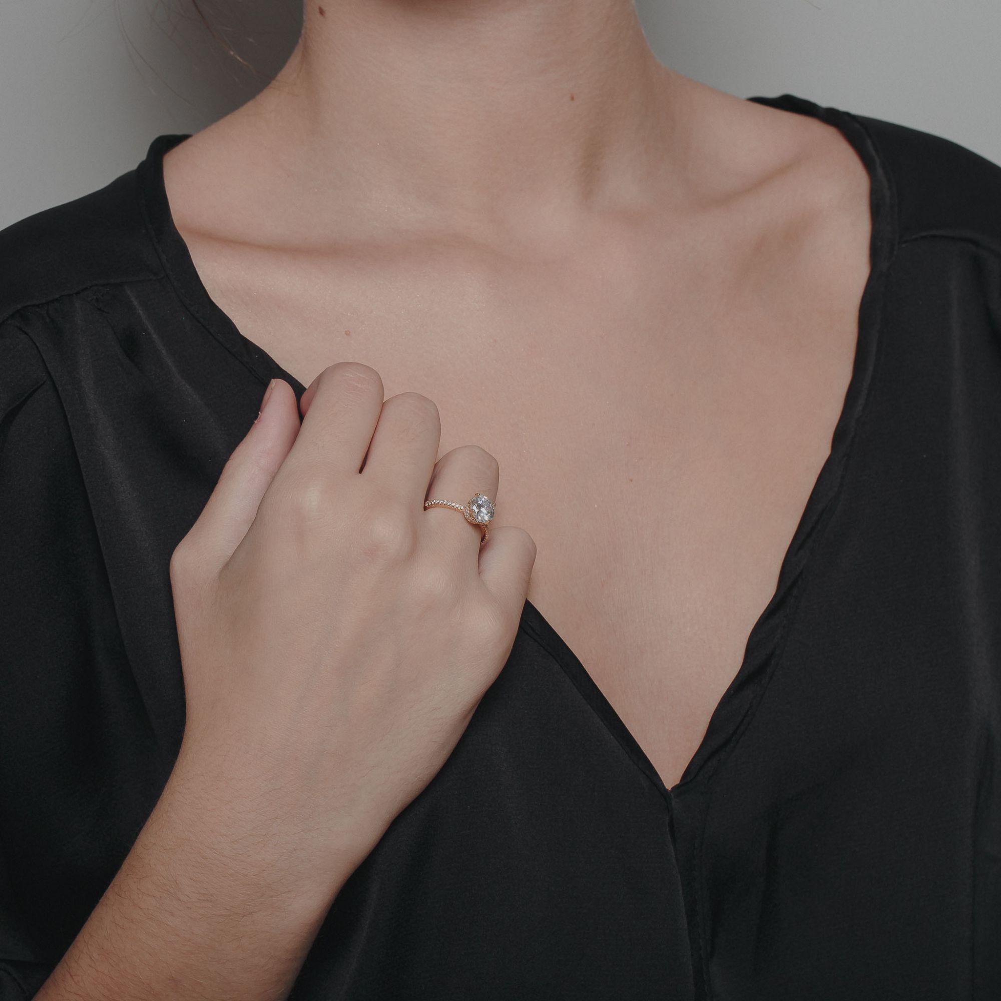 Anel com zircônias cristais banhado a ouro 18k.  - bfdecor.com.br