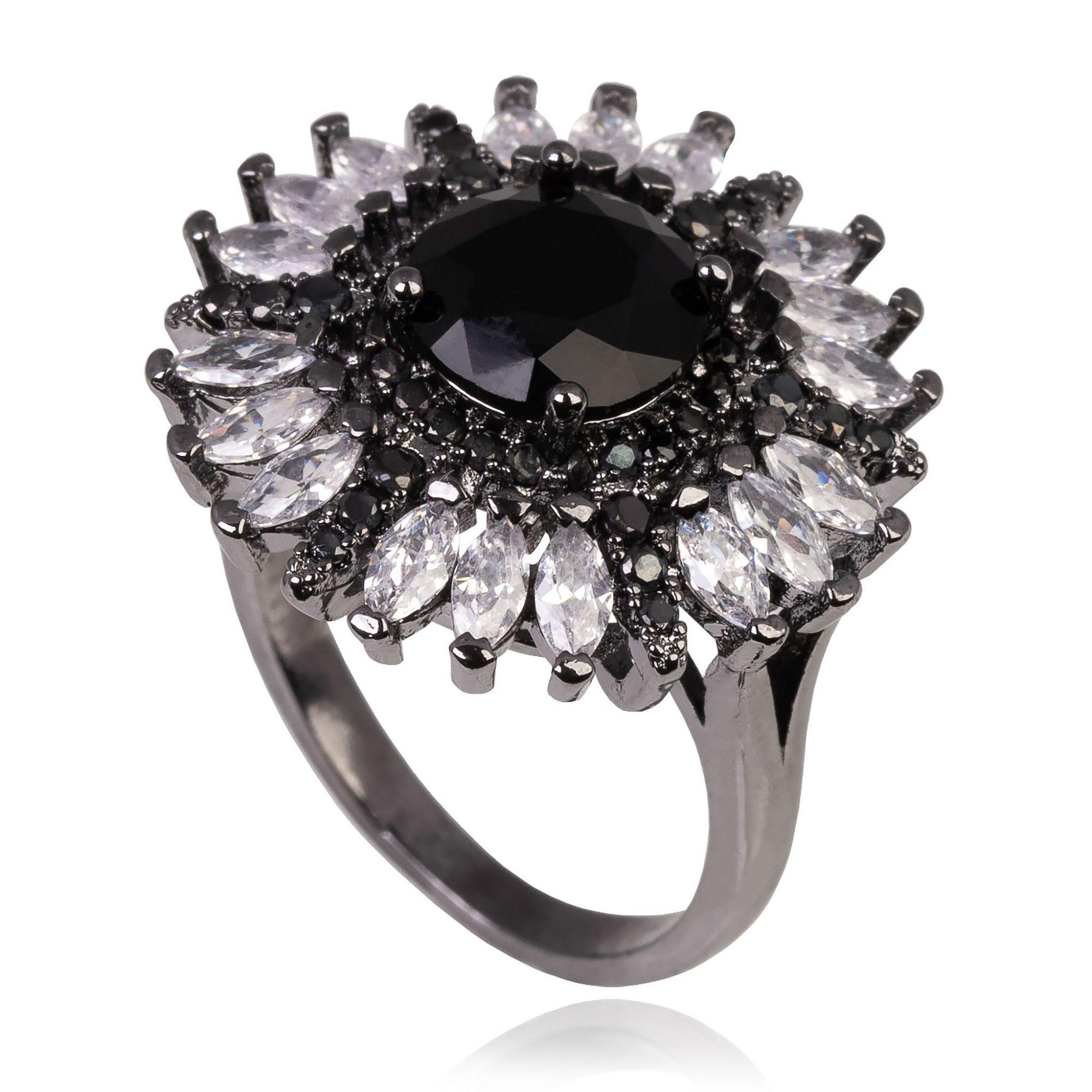 Anel de flor com zircônia negra central e navetes cristais banho de grafite.  - romabrazil.com.br