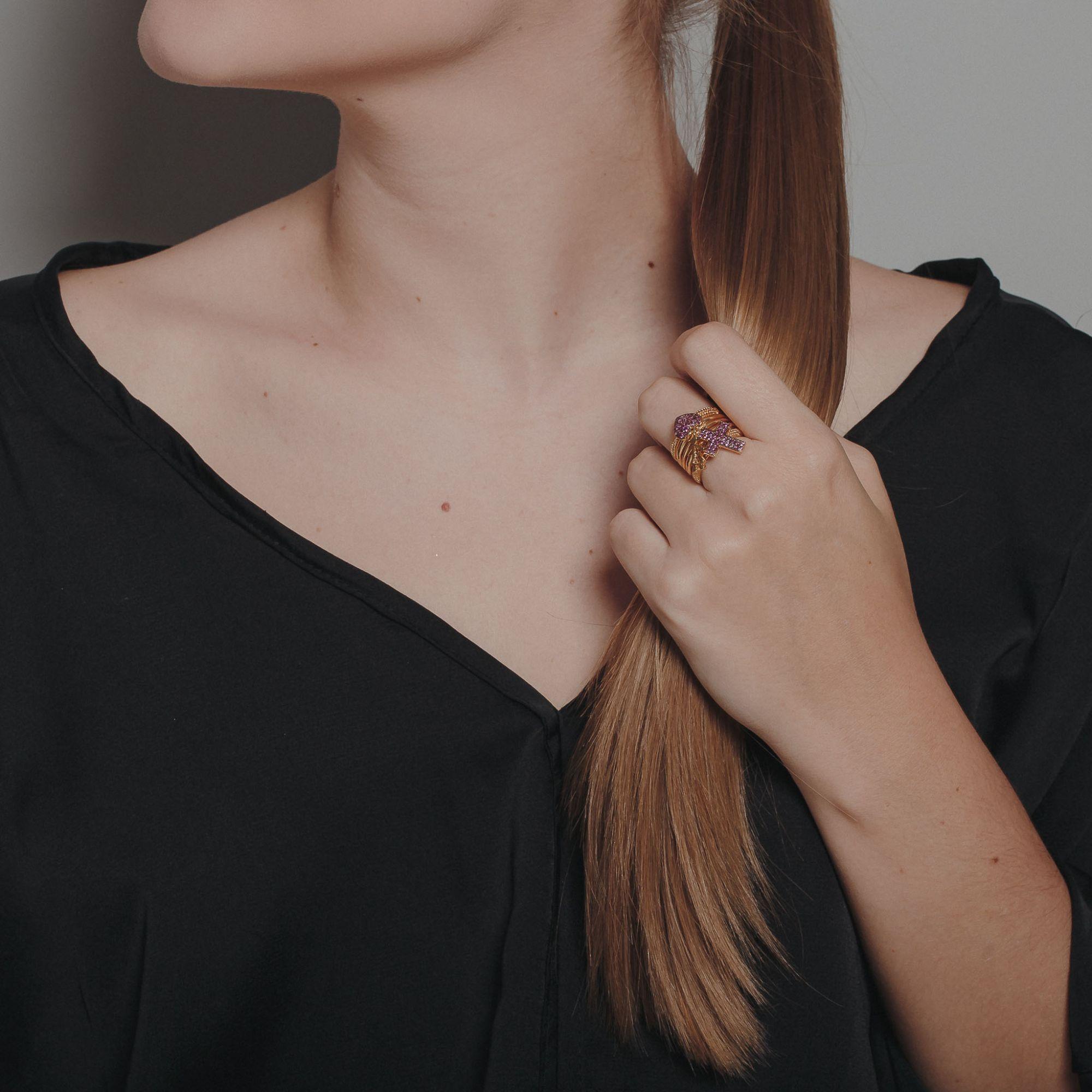 Anel filha com micro zircônias rubis banhado a ouro 18k.  - romabrazil.com.br