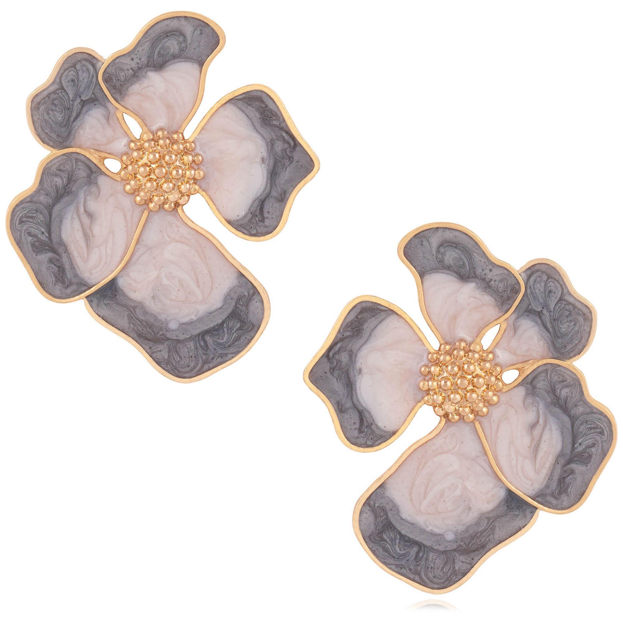 Brinco de flor banhado a ouro 18k resinado em tons de cinza.  - romabrazil.com.br