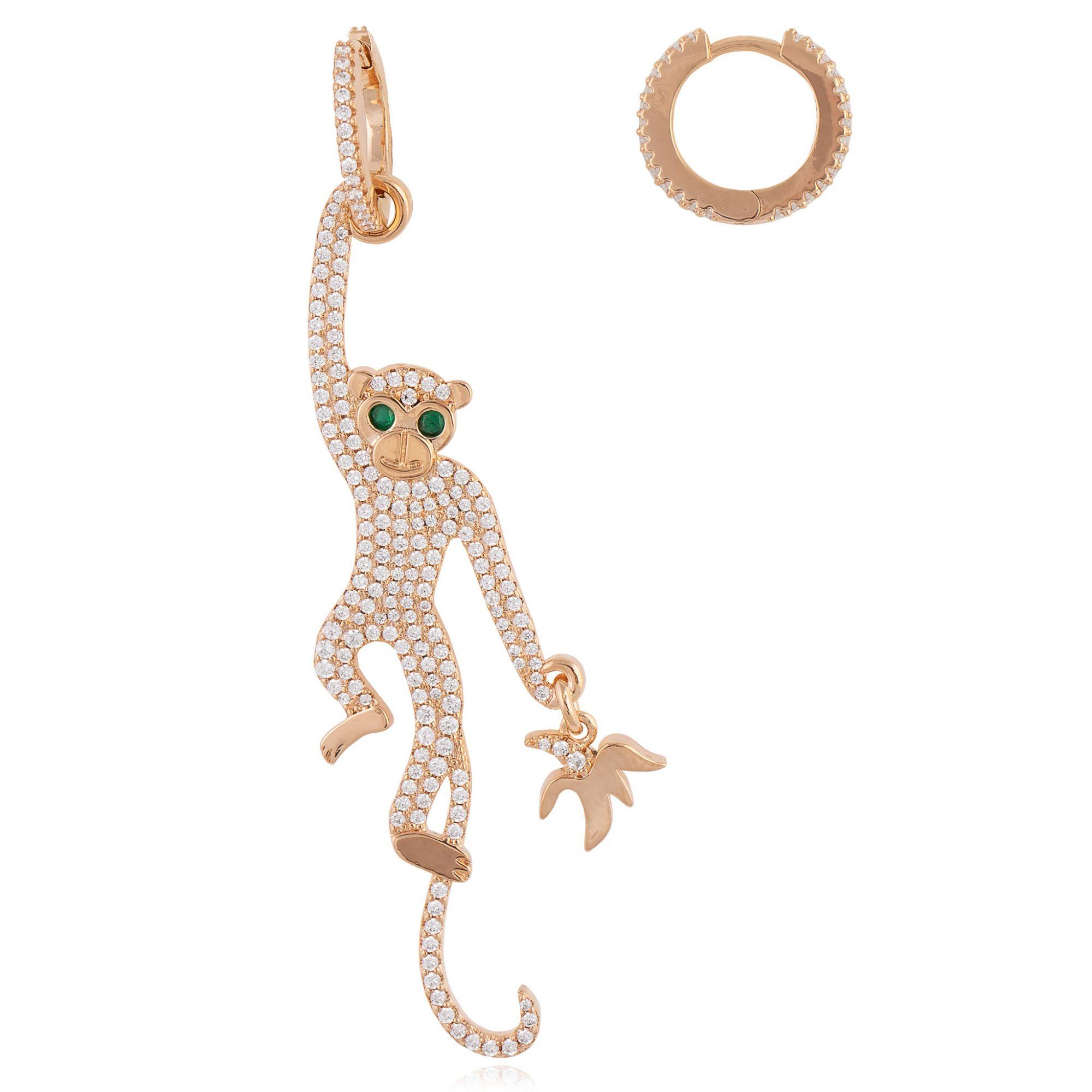 Brinco de macaco com micro zircônias cristais e esmeralda banhado a ouro 18k.  - bfdecor.com.br