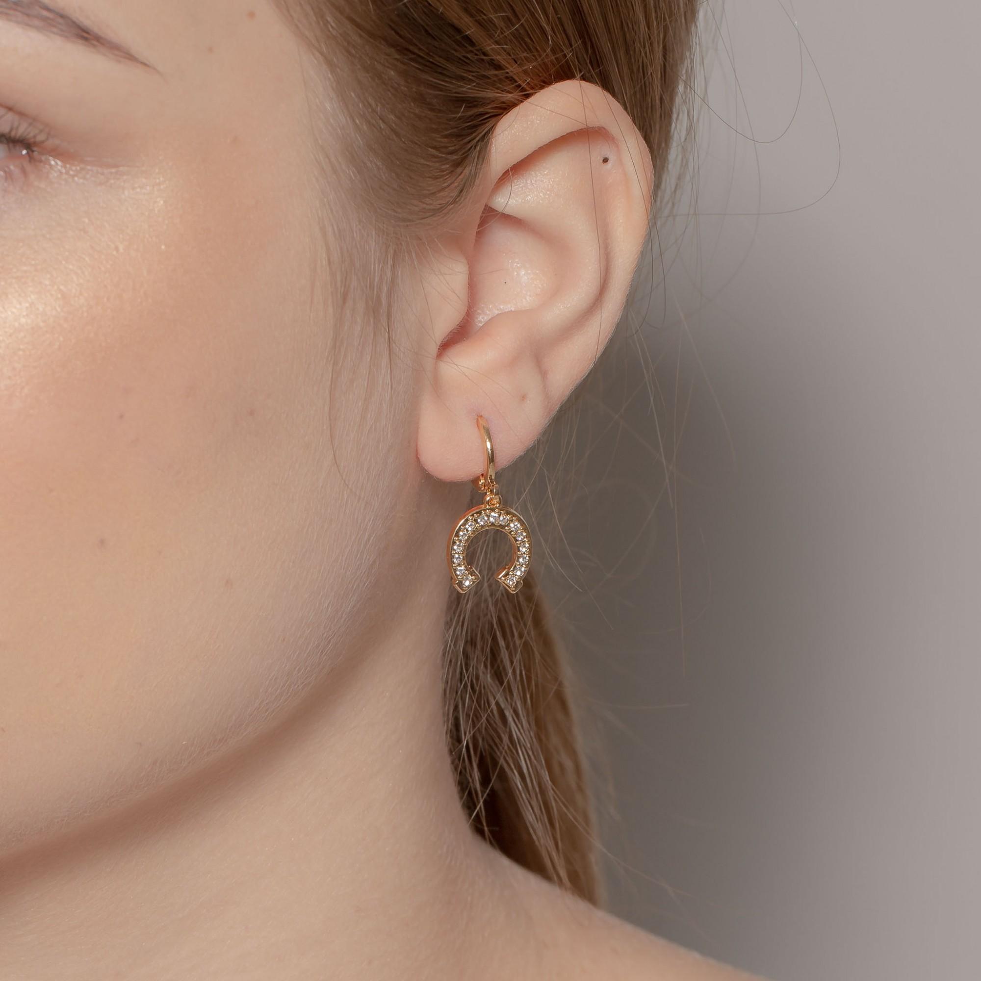 Brinco ferradura com cristais banhado a ouro 18k.  - romabrazil.com.br